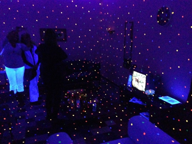 Loved this glow in the dark polka dots room :)